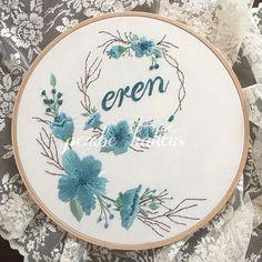 Maviyi pembeden daha çok severim ☺️ #embroidery #hoopart #brezilyanakışı #nakış #etamin #kanaviçe #crossstitch #stitch #dogumpanosu #kasnakpano #ceyiz #ceyizönerisi #yenidogan