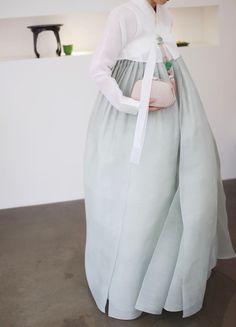 Vogue Korea, Korean Traditional Dress, Traditional Dresses, Korean Dress, Korean Outfits, Modern Hanbok, Modern Fashion, Dress Outfits, Costumes