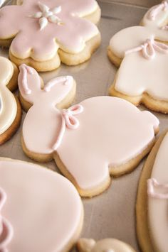 pink rabbit cookies for bunny baby shower What a great idea for an Easter party or Easter Gift for kids! The soft pastel colors are great inspiration for Easter themed decor that matches the food and goodies, too! Easter Cookies, Easter Treats, Easter Gift, Happy Easter, Bunny Party, Baby Shower Cookies, Dessert Recipes, Desserts, Cookie Decorating