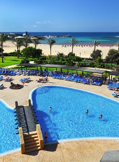 Swimming pool at the Barceló Fuerteventura Thalasso Spa Beautiful Places To Visit, Cool Places To Visit, Next Holiday, Canary Islands, Island Beach, Kirchen, Tenerife, Dream Vacations, Best Hotels