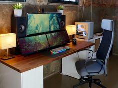 PC_Desk_UltlaWideMonitor22_92.jpg