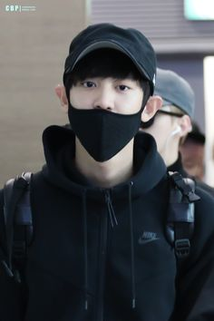 Incheon Airport to Fukuoka 151030 : Chanyeol (2/2)