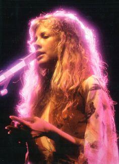 Stevie Nicks, Fleetwood Mac Live, 1978 (via Old Pics Archive) Fleetwood Mac Lyrics, Fleetwood Mac Live, Stevie Nicks Fleetwood Mac, Stevie Nicks 70s, Dreams Fleetwood Mac, Silver Springs Fleetwood Mac, Stevie Nicks Concert, 70s Aesthetic, Aesthetic Images