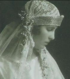 Princess Olga, daughter of Prince Nicholas of Greece & Denmark and Grandduchess Elena Vladimirovna of Russia, wed Prince Paul of Yugoslavia on 22 Octpber 1923. The bride wore a lattice designed diamond kokoshnic, worn bandeau-style low on her forehead.