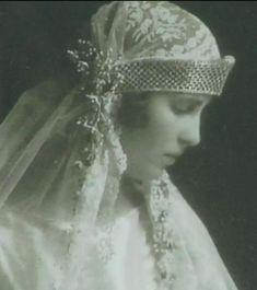Princess Olga, daughter of Prince Nicholas of Greece & Denmark and Grandduchess Elena Vladimirovna of Russia, wed Prince Paul of Yugoslavia on 22 Octpber 1923. The bride wore a lattice designed diamond kokoshnic, worn bandeau-style low on her forehead.