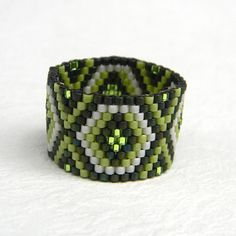 Green  beadwoven peyote ring - ethnic style beaded jewelry