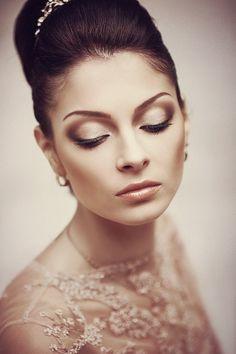 Makijaż ślubny brązowy.