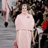Manual de uso del rosa para este invierno: Oscar de la Renta | Galería de fotos 4 de 30 | Vogue