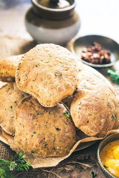 Bajra Methi Poori turns out to be a superb combination of bajra flour as well as fresh fenugreek leaves and it doesn't soak ample amount of oil as well. Here s a simple recipe to make it. Artisan Bread Recipes, Healthy Bread Recipes, Flour Recipes, Vegetarian Recipes, Cooking Recipes, Rajasthani Food, Rajasthani Recipes, Millet Recipes, Bread Recipes