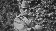 Il Duce, (Benito Mussolini) in shades. World History, World War, Kingdom Of Italy, Italian Army, Ww2 Photos, Keep Alive, Fidel Castro, The Third Reich, Ducati