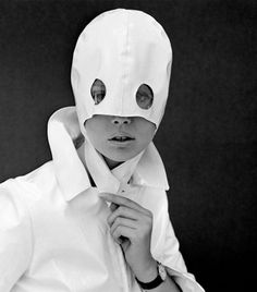 Photograph, Pattie Boyd with white patent leather helmet with eye holes. circa (Leonard) John French English fashion and portrait photographer. Pattie Boyd, 1960s Fashion, Vintage Fashion, Lazy Fashion, Mod Fashion, Vintage Photography, Fashion Photography, Ballet Russe, Space Fashion