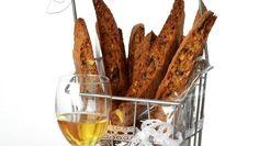 Biscotti med mandler og sjokolade Biscotti, Carrots, Alcoholic Drinks, Meat, Baking, Vegetables, Food, Cakes, Cake Makers