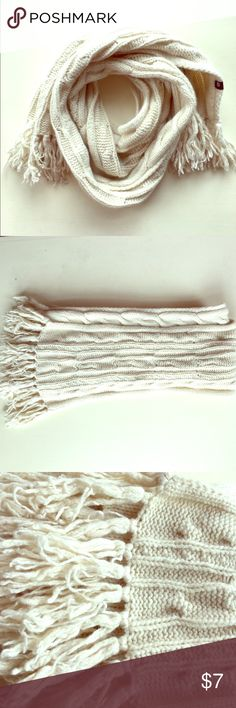 Gap cream knitted scarf Beautiful Gap cream knitted scarf with fringe ends in perfect condition! Pair with a sweater, skinniest and combat boots for the perfect look on cold winter days. gap Accessories Scarves & Wraps
