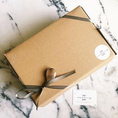 Ooh what could be in this lovely little box?! 🎁🏷💖👰🏼👰🏻💐✨ • • •    #giftbox #weddinghamper #engagementgift #gift #giftideas #giftsforbrides #personalised #bride #bridesmaids #weddinggifts #weddingbox #thewedbox #bridetobe #rockmywedding #henparty #bemybridesmaid #weddingeve #bridedeforce
