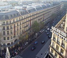 Boulevard Haussmann in Paris, seen from the roof of Galeries Lafayette, photo by Thierry Bézecourt. Architecture Hausmannienne, Haussmann Architecture, Architecture Parisienne, Parisian Architecture, Parisian Apartment, Paris Apartments, Techo Mansarda, Paris Street, Industrial Revolution