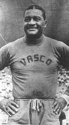 Omul care a murit de două ori. Mens Tops, T Shirt, Messi, Romantic Paintings, Football Players, Tanks, Club, Iker Casillas, Sports