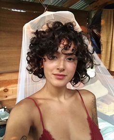 60 Chic Short Curly Hairstyles To Make You Look Cool - Page 46 of Frisuren, 60 Chic Short Curly Hairstyles To Make You Look Cool - Page 46 of 60 - Chic Hostess. Short Curly Pixie, Short Curly Haircuts, Short Curls, Girl Haircuts, Bob Hairstyles, Hairstyle Short, Short Haircut, Short Perm, Latest Hairstyles