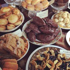 Parte della proposta gustosa di #300milalounge di #lecce che riceve la menzione speciale nella guida Bar d'Italia 2017 del Gambero #bar2017GR #30annigambero Oct 14, Pot Roast, Connect, Bar, Ethnic Recipes, Instagram Posts, Food, Proposal, Italia