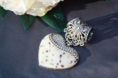 Käsintehty huivikoru. Handgjort skarfsmycke. Hand made scarfjewellery. http://verkkokauppa.suzanne.fi/    http://shop.suzanne.fi/   https://www.facebook.com/SuzannesShop