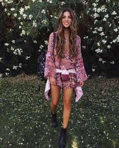 40 Beautiful Boho Chic Fashion Outfit Ideas That Are Gorgeous Beyond Words - Page 2 of 4 - Style O Check Hippie Boho, Hippie Style, Bohemian Style, Gypsy Style, Style Outfits, Grunge Outfits, Summer Outfits, Fashion Outfits, Country Outfits