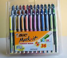 Journaling pens -- gotta get something better than gel pens. Those drive me nuts! Cute School Supplies, Craft Supplies, Office Supplies, Stationary School, Writing Instruments, Smash Book, Gel Pens, Markers, Coloring Books