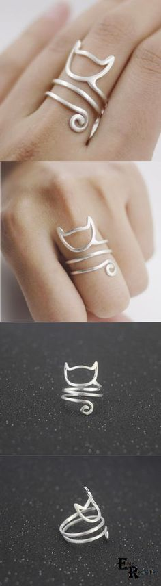 Combine Jewelry With Clothing - Kitty Ring - The jewels are essential to finish our looks. Discover the best tricks to combine jewelry with your favorite items Cat Jewelry, Wire Jewelry, Jewelry Crafts, Jewelry Rings, Silver Jewelry, Jewelry Accessories, Handmade Jewelry, Indian Jewelry, Enamel Jewelry