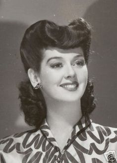 Vintage Hairstyles Love Those Classic Movies!: In Pictures: Rosalind Russell 1940s Hairstyles, Curled Hairstyles, Wedding Hairstyles, Medium Hairstyles, Easy Vintage Hairstyles, Homecoming Hairstyles, Indian Hairstyles, Cabelo Pin Up, Pompadour Hairstyle
