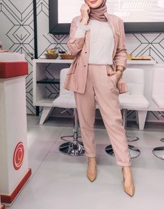 AZMIRA MALIK an innocent 21 year hijabi girl all cheerfull ,all happy… Modern Hijab Fashion, Hijab Fashion Inspiration, Muslim Fashion, Modest Fashion, Modest Outfits, Fashion Outfits, Grunge Outfits, Casual Hijab Outfit, Hijab Chic