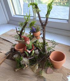 Fairy's Work by Olive* Miniatures ~ Fairy Gardener's Handcrafted Garden Tools Fairy's Work von O Miniature Fairy Figurines, Miniature Fairy Gardens, Fairy Crafts, Garden Crafts, Beach Inspired Bedroom, Fairy Garden Houses, Fairy Gardening, Fairy Jars, Fairy Furniture