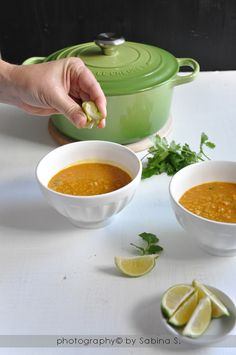 Zuppa di lenticchie rosse con latte di cocco e lime