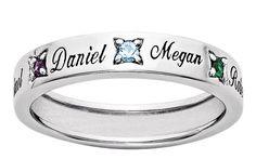 Um só anel pode conter o nome de todos os seus filhos separados por uma pedra. De Bliss Living