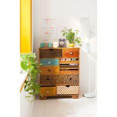 Houd je van een vrolijke look in je slaapkamer? Ga dan voor dressoir Soleil van Kare Design! De verschillende lades geven de ladekast een speelse look.