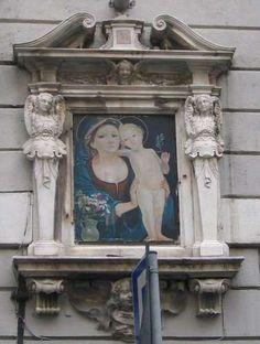Madonna con bambino Piazza Fossatello 3 R