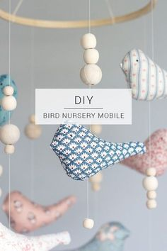 Mobile mit Vögeln und Holzperlen selber machen l Baby DIY l Make a cute stuffed animal mobile for your little one's baby room // Bird Nursery Mobile DIY Wine Bottle Crafts, Jar Crafts, Diy And Crafts, Diy Home Decor Projects, Sewing Projects, Sewing Tips, Baby Diy Projects, Decor Crafts, Diy Mobile