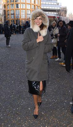 Alexa Chung La it girl afronta el frío londinense con una parka maxi en verde militar.