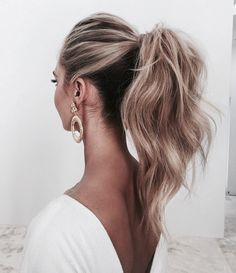 Chic ponytail.