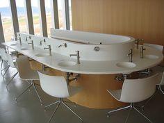 Mueble compacto en la sala de catas de la Bodega Regalia   compact furniture at Regalia Winery