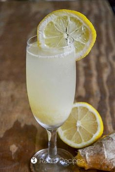 15 Refreshingly Healthy Mocktail Recipes - EA Stewart | Spicy RD Nutrition Healthy Lemonade, Ginger Lemonade, Healthy Drinks, Low Calorie Drinks, Sparkling Drinks, Summer Drink Recipes, Refreshing Summer Drinks, Paleo, Keto