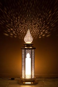 Lampe à poser en maillechort prêtant une sensuelle ambiance orientale par son design authentique. Travaillée de main d'artisans marocains, cette lampe aux accents des mille et une nuits imprègnera une délicate ambiance à la pièce.  Nickel silver table lamp creating a sensual oriental atmosphere with its authentic design. Hand-worked by craftsmen this lamp evocates the one thousand and one nights and will impregnate a delicate atmosphere to the room.    http://www.luxeetprivileges.com/