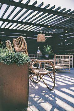 How Does Pergola Provide Shade Info: 1803958652 Outdoor Seating, Outdoor Rooms, Outdoor Gardens, Outdoor Dining, Outdoor Decor, Petite France, Garden Studio, Outside Living, Garden Structures