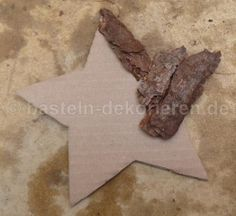 Star crafts made easy. Crafting instructions for a star from tree bark, so . Star crafts made easy. Handicraft instructions for a star made of tree bark, you can easily make su Indoor Christmas Decorations, Christmas Crafts For Kids, Christmas Ornaments, Xmas, Christmas Feeling, Stars Craft, Crafty Kids, Tree Bark, Natural Materials