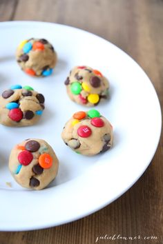 M&M Cookies {Bakery Style M and M Cookie Recipe} M&m Cookie Recipe, Fall Cookie Recipes, Favorite Cookie Recipe, Delicious Cookie Recipes, Cookie Ideas, M M Cookies, Fall Cookies, Spice Cookies, Yummy Cookies