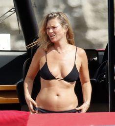 Celebrity Bikini, Celebrity Look, 90s Models, Female Models, Estilo Kate Moss, 1990 Style, Charlize Theron Style, Kate Moss Style, Moss Fashion