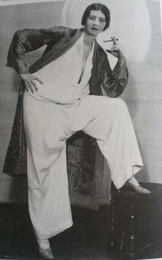 Pyjama d'Edward Molyneux, edgy