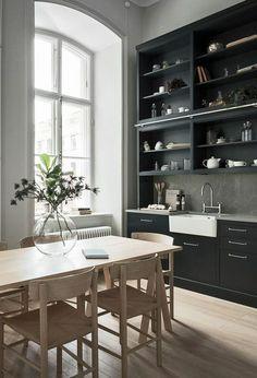 amenagement-petite-cuisine-cuisine-petit-espace-en-style-rustique-avec-un-mur-entier-en-meuble-sur-toute-sa-hauteur