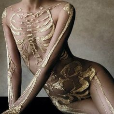 """Interesting/unusual image from an October 2012 Harper's Bazaar spread called """"Heavy Metal"""" featuring Aline Weber wearing a golden Marchesa skeleton bodysuit and shot by Victor Demarchelier. Skeleton Bodysuit, Victor Demarchelier, Art Photography, Fashion Photography, Foto Fashion, Crazy Fashion, 3d Fashion, Nail Fashion, Fashion Black"""