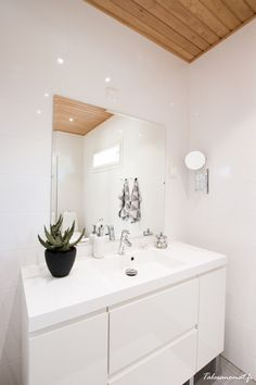 Boho Deco Chic: Home Tour: Vivir en un bosque nórdico Boho Deco, Vanity, Bathroom, Blog, Home Decor, Environment, Live, Home, Woods