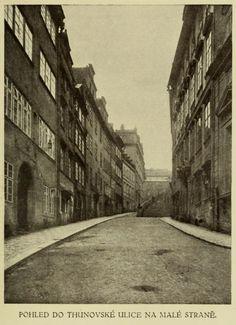"""Mala Strana Thunovska Stenc; ulice, ve které v domě """"U Bílého slona"""" měla od r. 1835 bydlet rodina Nerudových Ulice, Winston Churchill, Wikimedia Commons"""