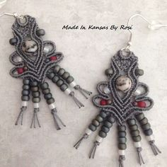 Diy Jewellery Board, Jewelry Boards, Diy Jewelry, Jewelry Accessories, Handmade Jewelry, Macrame Earrings, Macrame Jewelry, Drop Earrings, Lace Bracelet