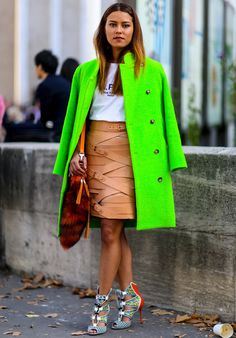 Fluor and great leather skirt Streetstyle - PFW PV'15